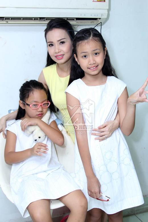 Cẩm Ly hạnh phúc bên cạnh2 nàng công chúa nhỏ. - Tin sao Viet - Tin tuc sao Viet - Scandal sao Viet - Tin tuc cua Sao - Tin cua Sao