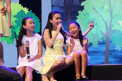 Ba mẹ con Cẩm Ly hạnh phúc trên sân khấu - Tin sao Viet - Tin tuc sao Viet - Scandal sao Viet - Tin tuc cua Sao - Tin cua Sao