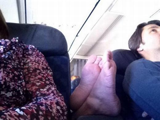 Cho em gác chân tí nhé!