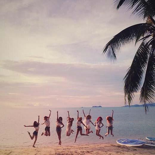 Yuri khoe ảnh 8 thành viên SNSD nhảy cao ngoài biển, háo hức chờ đợi đến ngày ra mắt single mới.
