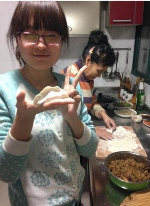 Bà Sheng luôn được vợ và các con của những người bạn này đến thăm nom và chăm sóc