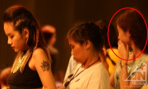 Phải chăng người tới thăm Phương Ly tại phim trường là cô nàng 'em dâu' giấu mặt mà cư dân mạng đang tò mò? - Tin sao Viet - Tin tuc sao Viet - Scandal sao Viet - Tin tuc cua Sao - Tin cua Sao