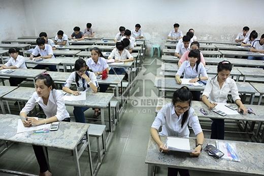 Trong buổi làm thủ tục dự thi, tại mỗi điểm thi, các giám thị đều hướng dẫn kỹ cho thí sinh về quy chế trong kì thi. Tất cả trường hợp sai sót của thí sinh cũng được điều chỉnh kịp thời.