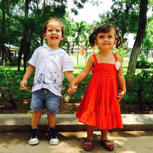 Cặp anh em sinh đôi đáng yêu nhà Hồng Nhung được nhiều fans của cô yêu thích. - Tin sao Viet - Tin tuc sao Viet - Scandal sao Viet - Tin tuc cua Sao - Tin cua Sao