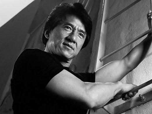 Ngoài phim ảnh, Thành Long còn được biết đến như một doanh nhân thành đạt và là ca sĩ đã có một số album được nhiều người yêu thích.
