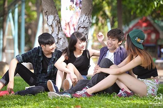 Thảm cỏ xanh là nơi nhóm bạn nghỉ trưa hay bày tiệc dã ngoại ngoài trời…