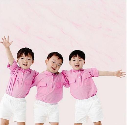 """Bộ ba nhóc tỳ này hiện đang được rất nhiều người yêu thích bởi những tính cách khác biệt """"không giống ai"""" và siêu dễ thương """"không thể cưỡng lại""""."""