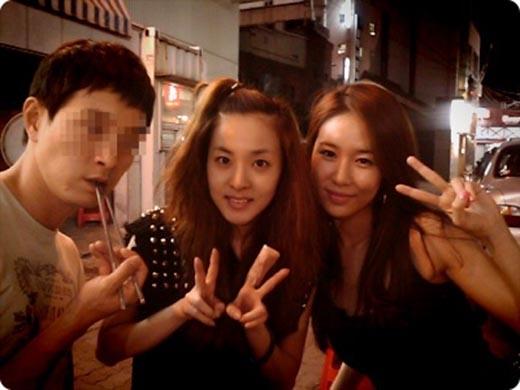 Yoo In Na khá thân thiết với Dara.