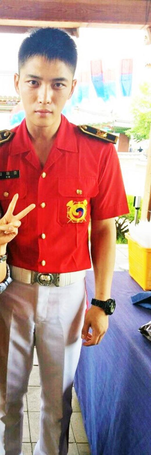 Một số hình ảnh mới nhất của Jaejoong trong quân ngũ.