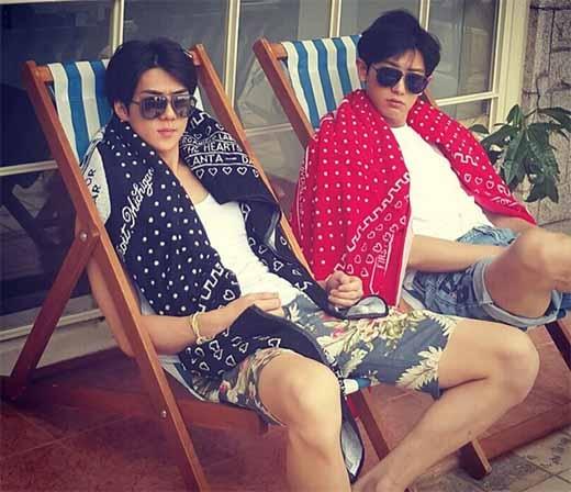 Sehun khoe ảnh 'cực ngầu' cùng Chanyeol nhưng vô cùng đáng yêu.