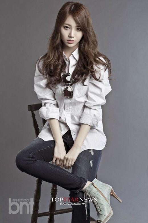 Được yêu thích nhờ thân hình chuẩn người mẫu cùng tính cách đáng yêu, nhưng các fan cũng không thể bênh vực cho khả năng rap tệ hại của Yura (Girl's Day).