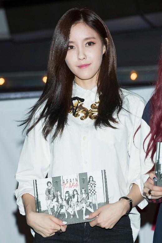 """Phong cách rap """"nửa mùa"""" của Hyomin (T-ara) cũng nhận về không ít """"gạch đá"""". Thêm nữa, việc phát âm không chuẩn cũng là một bất lợi của cô nàng."""