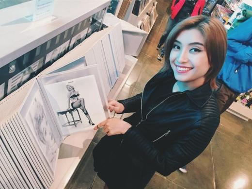 Tiêu Châu Như Quỳnh đã có chuyến du lịch thăm thú nhiều nơi trên đất nước Mỹ vô cùng ý nghĩa. Với hình ảnh này, cô nàng tiết lộ rằng mình muốn có 1 thân hình hoàn hảo khiến nhiều người phải ngưỡng mộ.