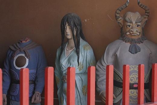 Những bức tượng đầy ám ảnh ở chùa Đông Nhạc.