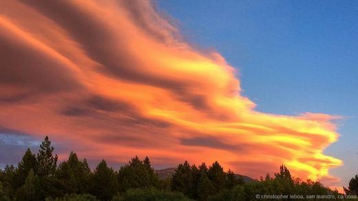 Ráng vàng tiếp tục là chủ đề được tác giảChristopher LeBoakhai thác. Hình ảnh này được chụp trên hồ Tahoe tại San Leandro, bang California.