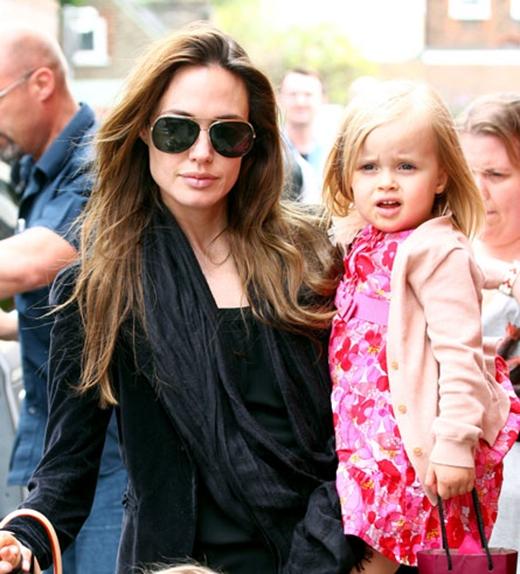 Vivienne Marcheline Jolie-Pitt - Cô con gái bé nhỏ của cặp đôi nổi tiếng Brad Pitt và Angelina chỉ mới tròn 4 tuổi khi tham gia đóng bộ phim đầu tay của mình, vào vai công chúa Aurora lúc nhỏ trong bộ phim đình đám Maleficent, cô bé đã kiếm được 2000 bảng anh (tương đương 67 triệu đồng) trong một tuần tham gia vai diễn này.