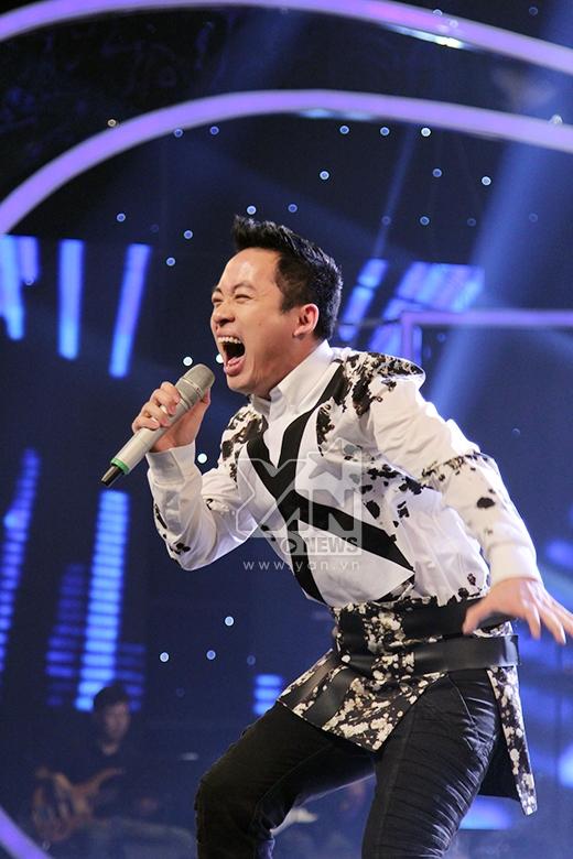 Tùng Dương tiếp tục thể hiện sự ma mị trên sân khấu.