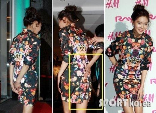 Sự cố ngoài ý muốn khiến Sooyoung (SNSD) phải liên tục dùng tay giữ chiếc váy trong suốt sự kiện.