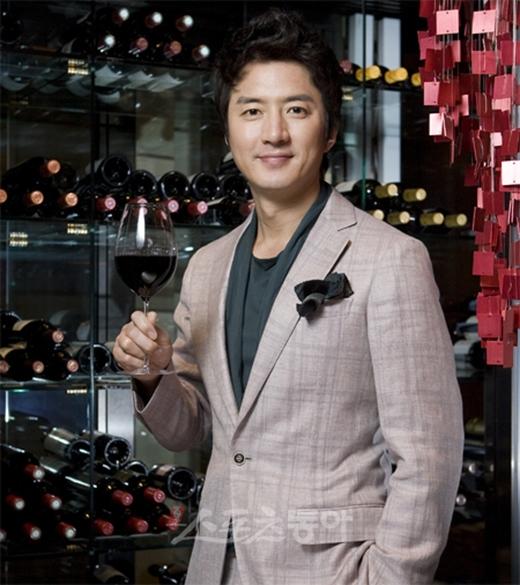 Giữ vị trí thứ 3 là nam diễn viênJung Joon Ho.