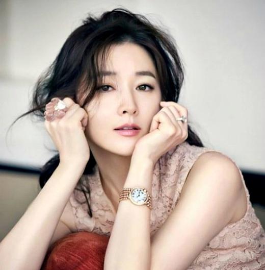 Nàng 'Dae Jang Geum' - Lee Young Ae giữ vị trí thứ 2.
