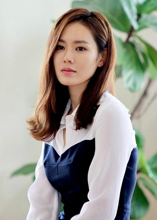 Cựu 'tình đầu quốc dân' Son Ye Jin giữ vị trí thứ 3.