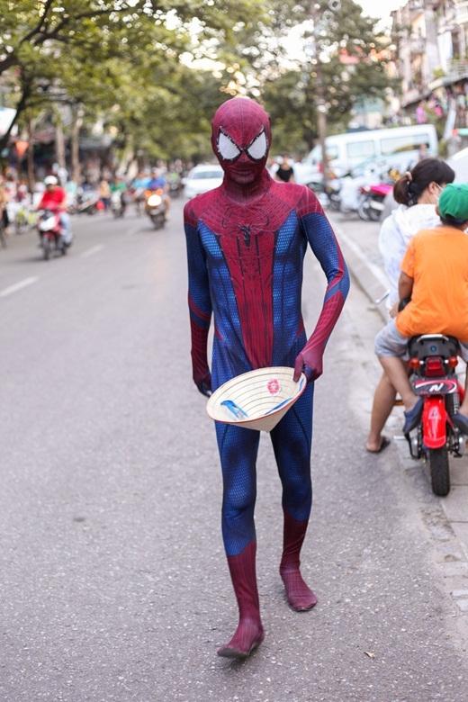 Ekip đã quyết định cho xuất hiện các siêu anh hùng trong MV để đem lại sự mới mẻ và thích của chính những người Hà Nội. - Tin sao Viet - Tin tuc sao Viet - Scandal sao Viet - Tin tuc cua Sao - Tin cua Sao