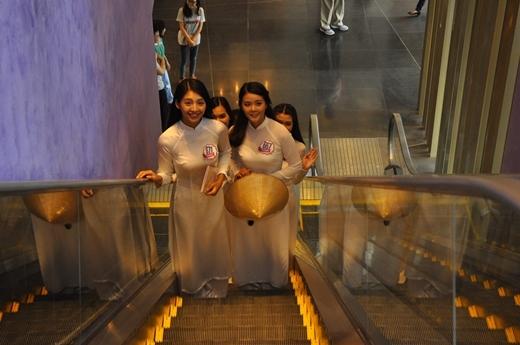 Đông đảo gia đình, bạn bè của các thí sinh đến Pullman Saigon Center để ủng hộ tinh thần cho các thí sinh