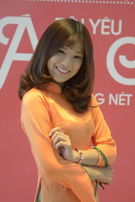 Ca sĩ Chibi Hoàng Yến - Quán quân Hot VTeen toàn quốc 2013