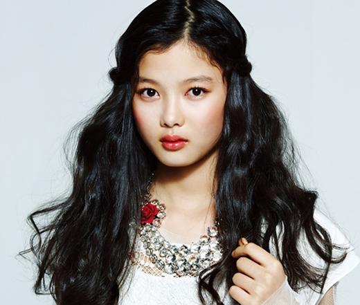 Gia nhập làng giải trí khi chỉ mới lên 5, Kim Yoo Jung cũng chiếm được nhiều tình cảm của khán giả. Tuy nhiên, sao nhí này đã từng sợ hãi khi đối diện với một vụ bắt cóc. Khi cô bé còn học tiểu học, một người đàn ông lạ mặt đã tự xưng là họ hàng và đến đón về sớm. Sau đó, giáo viên đã cảm nhận được tình huống bất ổn nên Kim Yoo Jung mới được an toàn.