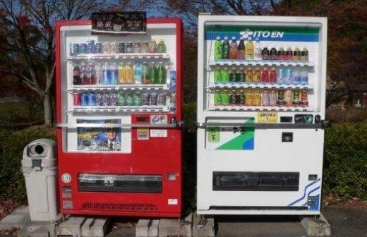 Ở Nhật Bản có rất nhiều máy bán hàng tự động. Ngoài những máy bán nước tự động thì còn có những máy bán các mặt hàngkì lạnhư máy bán mì tự động, máy bán ô tự động và còn có cả máy bán vàng tự động.