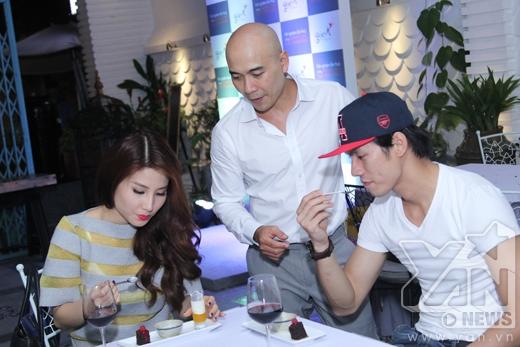 Cả hai cùng nhau thưởng thức những món ăn mới tại Góc Á với sự giới thiệu của 'Siêu đầu bếp' Ngô Thanh Hòa - Tin sao Viet - Tin tuc sao Viet - Scandal sao Viet - Tin tuc cua Sao - Tin cua Sao