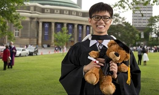 Anh Cao tại buổi trao bằng tôt nghiệp.