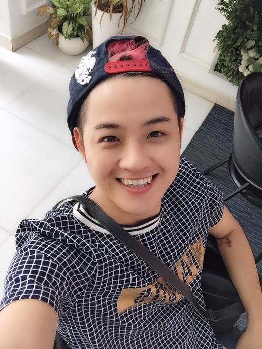 Ngoàigiọng hát cao vút, nam ca sĩ Thanh Duy còn sở hữu gương mặt trẻ hơn số tuổi 30 của mình. Anh chàng vui mừng chia sẻ rằng, mặc dù thường xuyên bị mọi người lầm tưởng về tuổi tác nhưng anh vẫn không hề cảm thấy phiền.