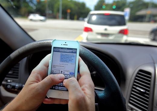 Nếu ảnh hưởng của công nghệ hiện đại, việc nhắn tin điện thoại khiến nhiều người chết nhất với 6000 trường hợp mỗi năm riêng tại Mỹ – một con số khổng lồ (theo số liệu của Viện giao thông kỹ thuật Virginia, Mỹ).