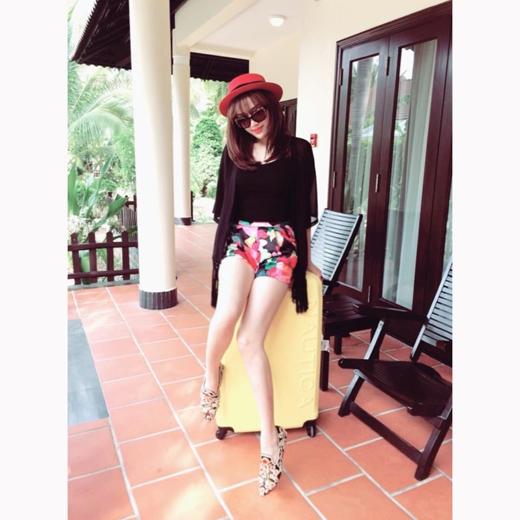 Vì là mùa hè nên các nghệ sĩ cực kì thích được đến với biển, và tất nhiên đối với Bảo Thy cũng vậy. Cô nàng đã chia sẻ rằng, biển Nha Trang là nơi mà cô thích nhất ở Việt Nam nên Bảo Thy đã dành thời gian rảnh của mình để đến với Nha Trang trong dịp hè này.