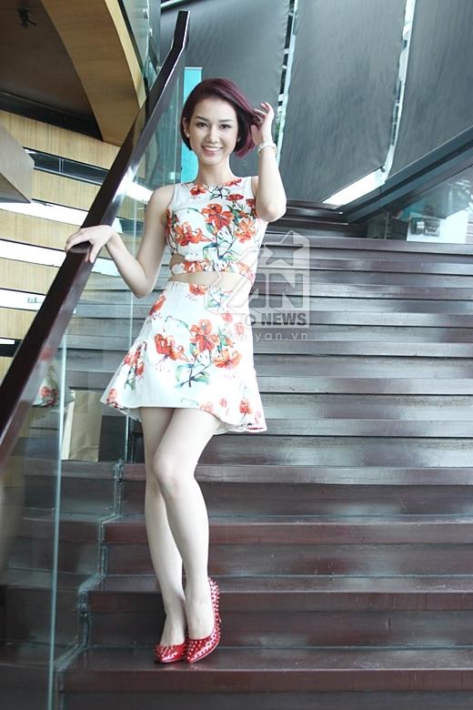 Hot girl Quỳnh Chi tự tin khoe eo thon với váy hoa - Tin sao Viet - Tin tuc sao Viet - Scandal sao Viet - Tin tuc cua Sao - Tin cua Sao