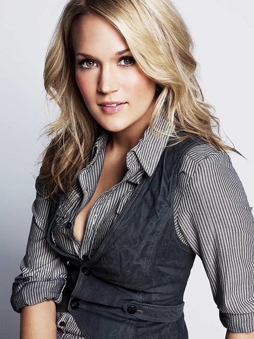 Ca sĩ nhạc đồng quê Carrie Underwood đã tốt nghiệp khoa báo chí, chuyên ngành truyền thông đại chúng của trường đại học Northeastern State, Oklahoma.