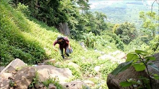 Leo núi - một hoạt động thu hút nhiều bạn trẻ đến với núi Bà Đen.