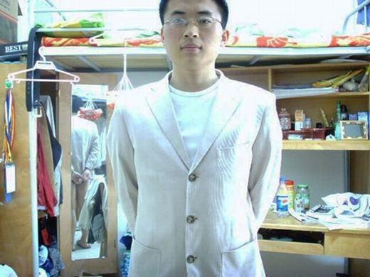 Bộ vest đẹp đấy! Nhưng... quần đâu?