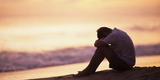 Chỉ nghĩ tới việc em sẽ sống hẳn ở nơi xa, tay trong tay cùng người đàn ông khác lòng tôi đã quặn đau.