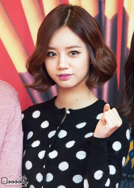 Hyeri (Girl's Day) hợp với mái tóc ngắn đến nỗi mới đây, trở lại trong Ring My Bell, nhiều ý kiến cho rằng cô nàng kém sắc hơn hẳn khi để tóc dài.