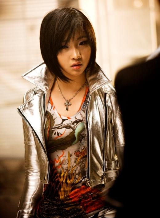 Không ít các fan tiếc hùi hụi khi Minzy (2NE1) quyết định nuôi tóc dài nữ tính. Lý do bởi vì hình tượng tóc ngắn 'hầm hố' từng khiến các fan không khỏi ngất ngây mỗi khi cô nàng xuất hiện.