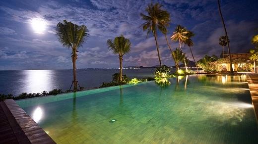 Một resort lý tưởng cho trải nghiệm vừa bơi đêm vừa ngắm trăng.