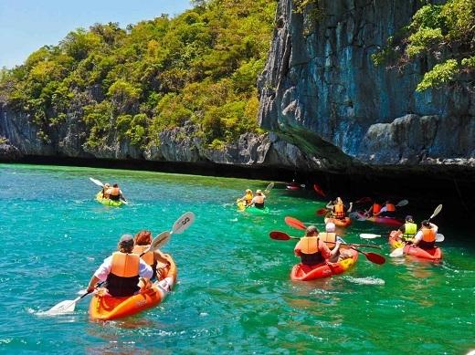 Chèo thuyền kayak ở Ang Thong.