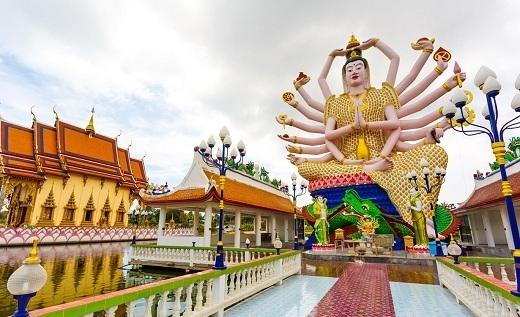 Tượng Phật nghìn tay nổi tiếng ở chùa Wat Plai Laem.