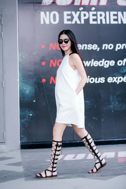 Bà bầu 6 tháng trở nên phong cách hơn với giày chiến binh. - Tin sao Viet - Tin tuc sao Viet - Scandal sao Viet - Tin tuc cua Sao - Tin cua Sao