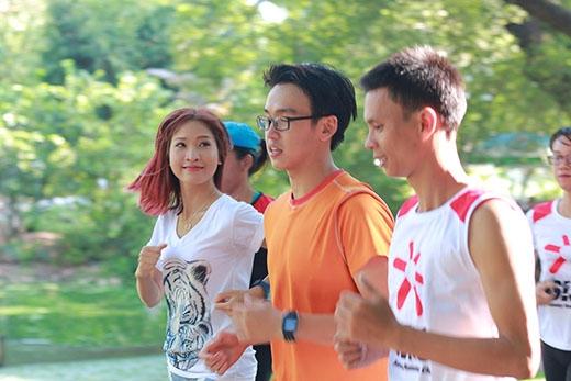 Quang Bảo - Kim Nhã cùng nhau trải nghiệm một ngày khám phá xu hướng chạy bộ của giới trẻ Sài Thành.