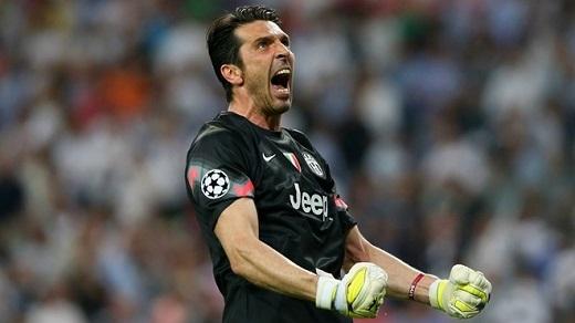 Gianluigi Buffon (Juventus): Trong 12 lần ra sân ở Champions League mùa trước, thủ môn 36 tuổi người Italy có 6 trận giữ sạch lưới. Anh góp công lớn đưa Juventus vào chung kết Champions League. Tuy nhiên, đội bóng thành Turin thất bại trước Barcelona ở trận tranh chức vô địch với tỷ số 1-3. Còn tại Serie A mùa giải 2014 - 2015, anh không phải vào lưới nhặt bóng 18 trận sau 33 lần ra sân. Anh góp phần giúp Juventus bảo vệ thành công Scudetto.