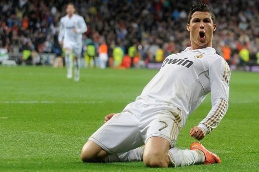 Cristiano Ronaldo (Real Madrid): Ngôi sao người Bồ Đào Nha tiếp tục duy trì hiệu suất ghi bàn ổn định ở Champions League. Anh chọc thủng lưới đối phương 10 lần và thực hiện 3 pha kiến tạo sau 12 trận trong màu áo Real Madrid mùa trước. Tuy nhiên, Cristiano Ronaldo không thể giúp CLB chủ sân Bernabeu bảo vệ thành công chức vô địch Champions League. Anh gây ấn tượng khi đoạt danh hiệu vua phá lưới La Liga mùa giải 2014 - 2015 với 48 bàn sau 35 trận.