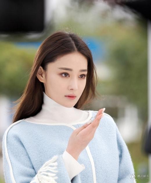 Nhan sắc của Trương Hinh Dư khá giống Phạm Băng Băng, bởi vậy mọi người hay so sánh cô với Phạm gia cũng là điều dễ hiểu.